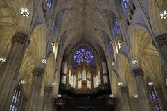 Interior do St Patrick Cathedral do Midtown Manhattan em New York City no Estados Unidos foto de stock