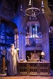 Interior do traje do escritório de Dumbledore e do ` s do professor Decoração Warner Brothers Studio para o filme de Harry Potter Fotografia de Stock