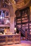 Interior do traje do escritório de Dumbledore e do ` s do professor Decoração Warner Brothers Studio para o filme de Harry Potter Fotos de Stock Royalty Free