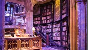 Interior do traje do escritório de Dumbledore e do ` s do professor Decoração Warner Brothers Studio para o filme Londres de Harr video estoque