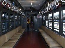 Interior do trem da baixa tensão na estação do Yankee Stadium para aberto Imagens de Stock