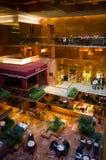 Interior dourado com a barra do trunfo dentro da torre do trunfo Fotos de Stock