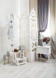 Interior elegante lamentable del sitio blanco, casandose la decoración Imagen de archivo