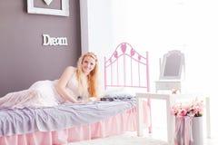 Interior elegante para uma mulher refinada na sala foto de stock royalty free
