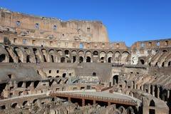 Interior em Colosseum, Roma, Itália imagens de stock royalty free
