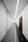 Interior a estrenar blanco de la oficina Foto de archivo libre de regalías