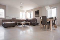 Interior exclusivo en diseño beige Fotografía de archivo libre de regalías