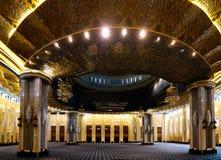 Interior grande da mesquita de Kuwait, a Cidade do Kuwait, Kuwait imagem de stock