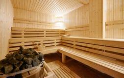 Interior grande de la sauna del Finlandia-estilo Foto de archivo