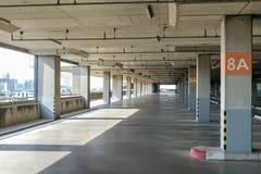 Interior grande do parque de estacionamento Foto de Stock