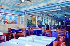 Interior griego del restaurante Fotos de archivo libres de regalías