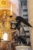 Interior hermoso de la catedral de Pisa (di Pisa del Duomo) en Piaz Imagenes de archivo