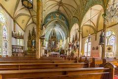 Interior hermoso de la iglesia fotos de archivo