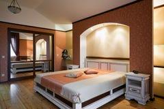Interior hermoso del dormitorio Fotos de archivo