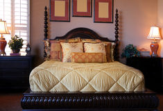 Interior hermoso del dormitorio del escaparate Foto de archivo libre de regalías