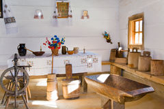 Interior histórico ucraniano da moradia do camponês imagens de stock