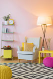 Interior home cor-de-rosa bonito foto de stock