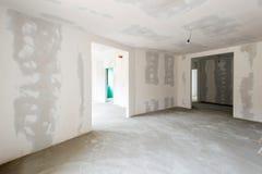 Interior inacabado del edificio imagenes de archivo