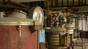 Interior industrial com tanque de armazenamento filme