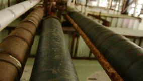 Interior industrial com tubulações video estoque
