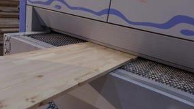 Interior industrial, processo em uma f?brica de woodworking, produ??o do trabalho da mob?lia vídeos de arquivo