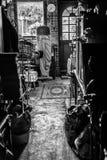 Interior inglês da garagem no Monochrome Fotografia de Stock Royalty Free