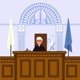 Interior judicial de la corte El juez se está sentando en la sala de tribunal foto de archivo