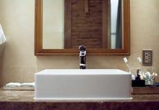Interior lassic del cuarto de baño del ¡de Ð usando vista delantera de los materiales naturales Fotografía de archivo
