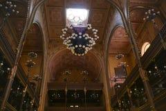 Interior lindo da grande sinagoga, Budapest imagem de stock