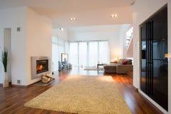 Interior luxuoso da casa destacada Fotos de Stock Royalty Free