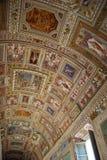 Interior luxuoso de uma das salas do museu do Vaticano foto de stock royalty free