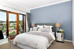 Interior luxuoso do quarto com decorações modernas fotografia de stock