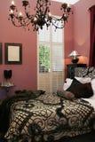 Interior luxuoso do quarto da cama Imagens de Stock