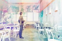 Interior luxuoso do restaurante do sótão, homem Imagem de Stock Royalty Free