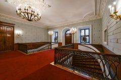 Interior luxuoso do salão e da escadaria fotografia de stock