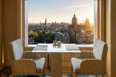 Interior luxuoso moderno do restaurante com sentido romântico Amsterdão fotos de stock