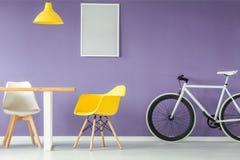 Interior mínimo do estilo com mobília imagem de stock