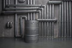 Interior metálico industrial con el barril Imágenes de archivo libres de regalías
