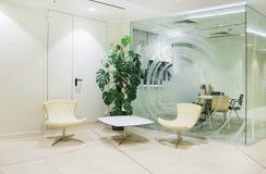 Interior minimalistic brillante de la oficina Foto de archivo libre de regalías