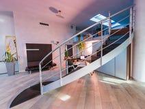interior modern office χρυσή ιδιοκτησία βασικών πλήκτρων επιχειρησιακής έννοιας που φθάνει στον ουρανό Στοκ Εικόνες