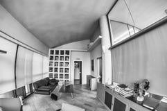 interior modern office χρυσή ιδιοκτησία βασικών πλήκτρων επιχειρησιακής έννοιας που φθάνει στον ουρανό Στοκ εικόνα με δικαίωμα ελεύθερης χρήσης