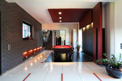 Interior moderno com tabela de bilhar Fotografia de Stock Royalty Free
