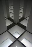 Interior moderno con el relámpago del suelo ilustración del vector
