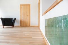 Interior moderno con la butaca de cuero Foto de archivo