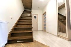 Interior moderno da arquitetura com corredor luxuoso elegante com gl Foto de Stock