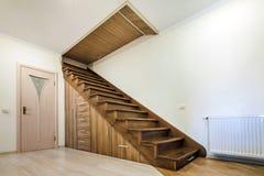 Interior moderno da arquitetura com corredor luxuoso com wo lustroso foto de stock royalty free