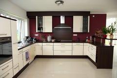 Interior moderno da cozinha. imagens de stock royalty free