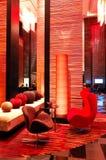 Interior moderno da entrada na iluminação da noite imagem de stock royalty free