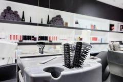 Interior moderno de la barbería imagen de archivo