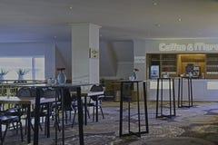 Interior moderno de la barra de café Foto de archivo libre de regalías